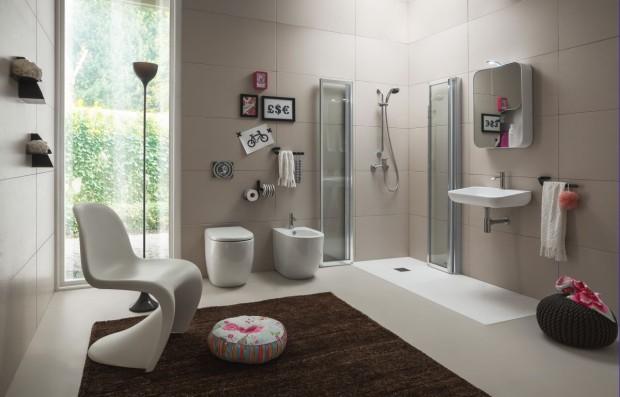 Umyvadla, vany i toalety se v poslední době zaoblují. Vyrábějí se v různých velikostech, není třeba se jim tedy bránit ani v panelákové koupelně. Oblé vany jsou impozantní kusy, jejich majestát vynikne ve větším prostoru. (foto: Arblu)