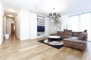 Nadčasový minimalistický byt v neutrálních barvách