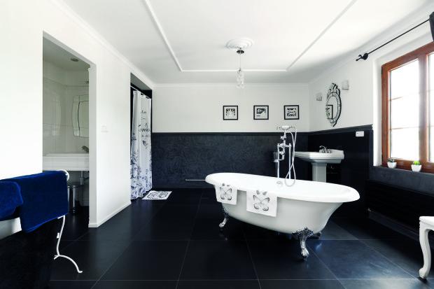 Koupelna v největším pokoji je řešená vskutku královsky