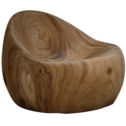 Jednolité křeslo Rupa, design Jan Kurtz, vytesané z masivního surového dřeva, 68 × 50 × 68 cm, 16 445 Kč, www.designpropaganda.com