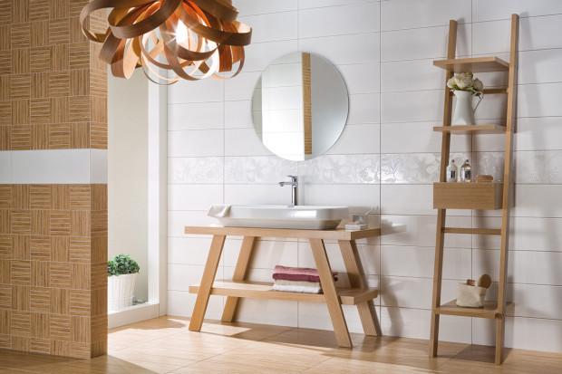 Kolekce keramických obkladů Rako Unicolor si rozumí s nábytkem z přírodního masivu.