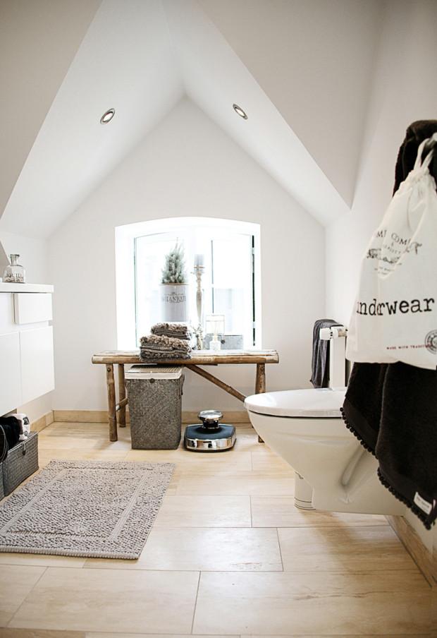 Zavěšené vybavení usnadňuje úklid, který je v koupelně obzvláště důležitý. (foto: www.alamasion.cz)