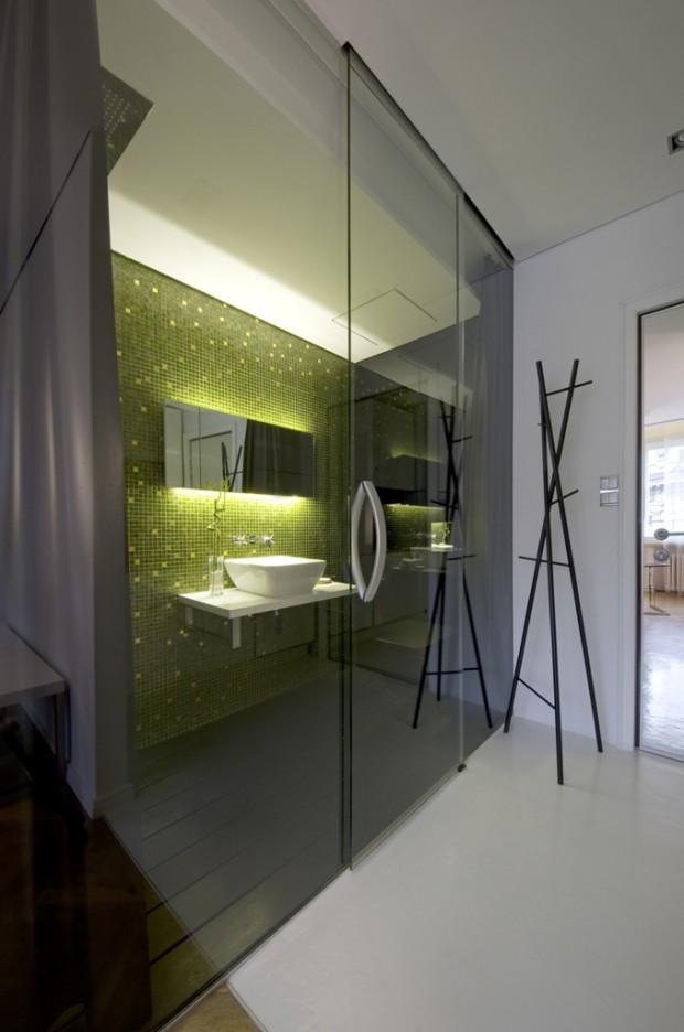 Skleněné posuvné dveře do koupelny jsou prostorově nenáročné, a tak nezaberou při otvírání místo v kuchyni.