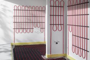 Plošné stěnové topení do koupelny