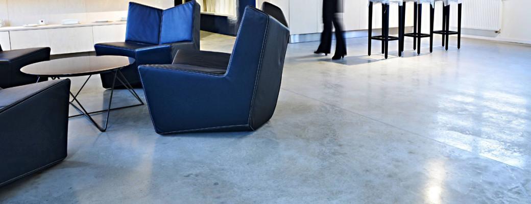 Podlahy, které mají vysokou pevnost a odolnost a snadno se udržují
