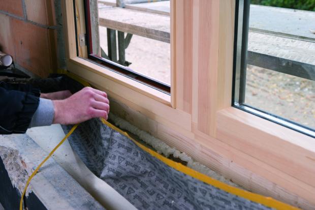 Pokud se používá PUR pěna jako tepelný izolant, musí být vždy překryta parotěsnou membránou z interiéru a paropropustnou z exteriéru