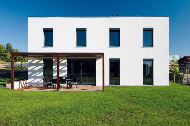 Expresivní členení jižní fasády odráží vnitřní uspořádaní.