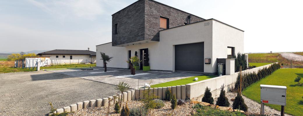 Jednoduchý a praktický dům vyřešil jejich otázku bydlení