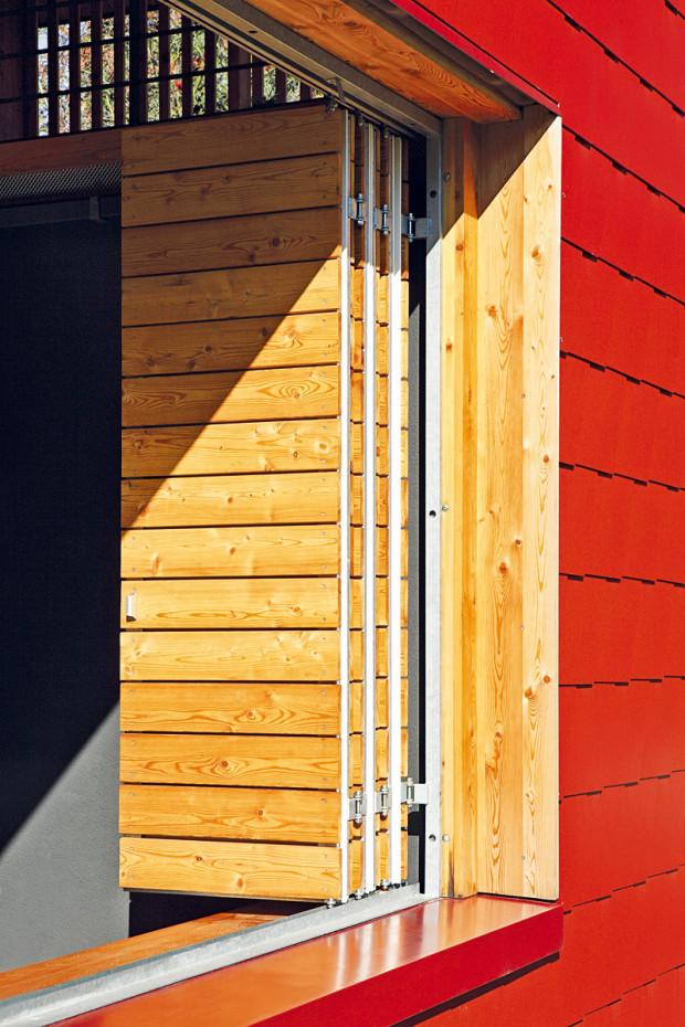 """""""Okenici zatahujeme pouze tehdy, když má pršet. Jinak přes vnější okno chytáme ranní slunce,"""" říká majitelka."""