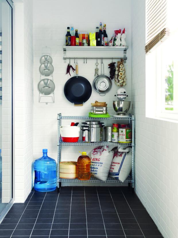 Jednou z výhod starších bytů, zejména v činžovních domech, byla existence špajzky, malé nevytápěné místnosti, která sloužila pro odkládání potravin vyžadujících chlad a tmu.(foto: IKEA)