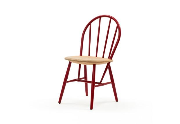 Usměvavá retro židle Discipline Drifted, dřevěná s korkovým sedadlem, 84 × 46 × 53 cm, £ 384, www.nest.co.uk
