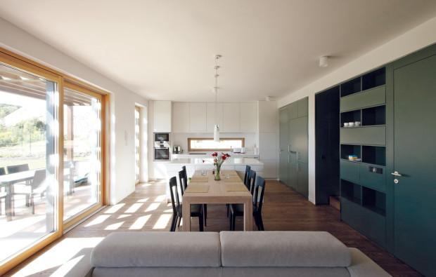 Interiér odpovídá celkové koncepci – střídmost, elegance, jednoduchost.