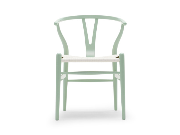 Klasická židle Carl Hansen CH24 Wishbone, 75 × 55 × 51 cm, od £ 493, www.thelollipopshoppe.co.uk