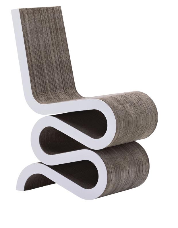 Zatočené křeslo Vitra Wiggle, vyrobené z kartónové lepenky, 35 × 87 × 61 cm, 20 398 Kč, www.designpropaganda.com