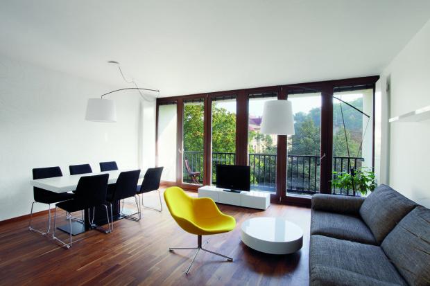 I když se jednalo o novostavbu, po zásahu architektky se byt zcela proměnil. Třeba největší, denní místnost se přestěhovala nejblíže ke slunci.
