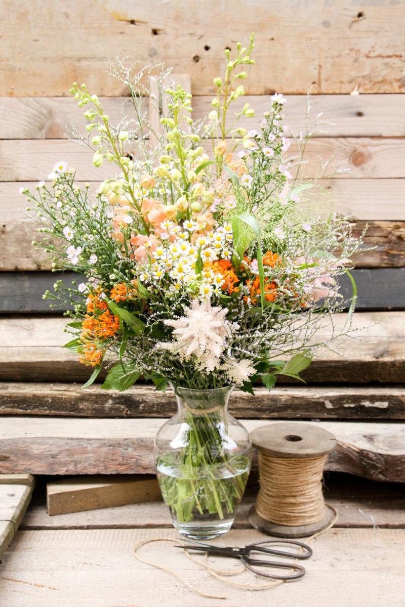 Letní kytice z darů louky