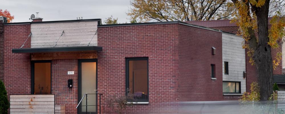 Zrekonstruovaný jednopodlažní domek poskytuje všem čtyřem členům rodiny veškeré pohodlí