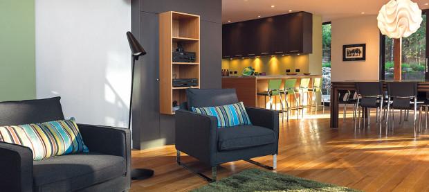 Jednoduchý, ale pohodlný. Interiér je zařízen skromně, v decentních barvách. K odpočinku v přírodě není zapotřebí žádného luxusu.