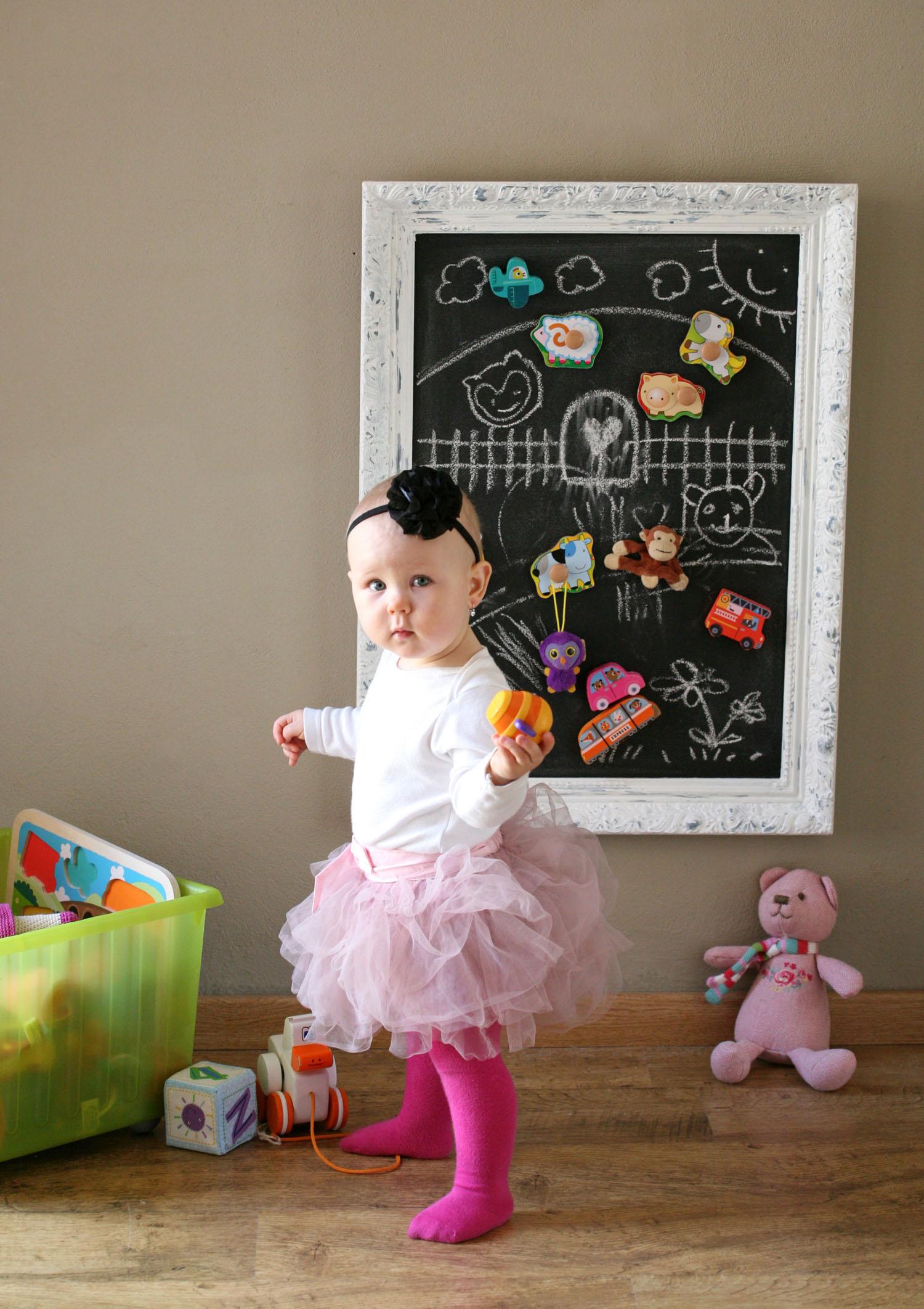 Na tabuli nakreslete dětem tematicky vhodné pozadí, do něhož mohou vkládat magnetky, nebo si ho mohou dokreslit samy.