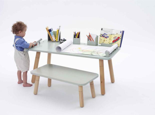 Stolek Growing Table od designéra Olafa Schrödera se čtyřmi výškovými nastaveními, možnost zakoupit i s lavicí, 120 × 65 × 42/52/62/72 cm, 12 999 Kč, www.detskabotka.cz