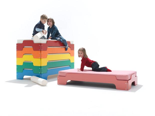Stohovatelná postel od Müller Möbelwerkstätten, nastavení požadované výšky pomocí jednoho nebo dvou modulů, 70 × 140 cm, 364 €, www.einrichten-design.de