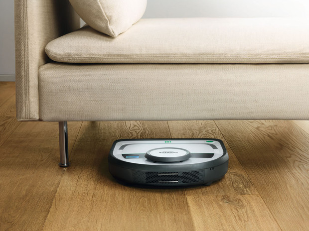 Snížený profil umožňuje robotovi zajet i pod relativně nízké sedačky, komody či skříně.