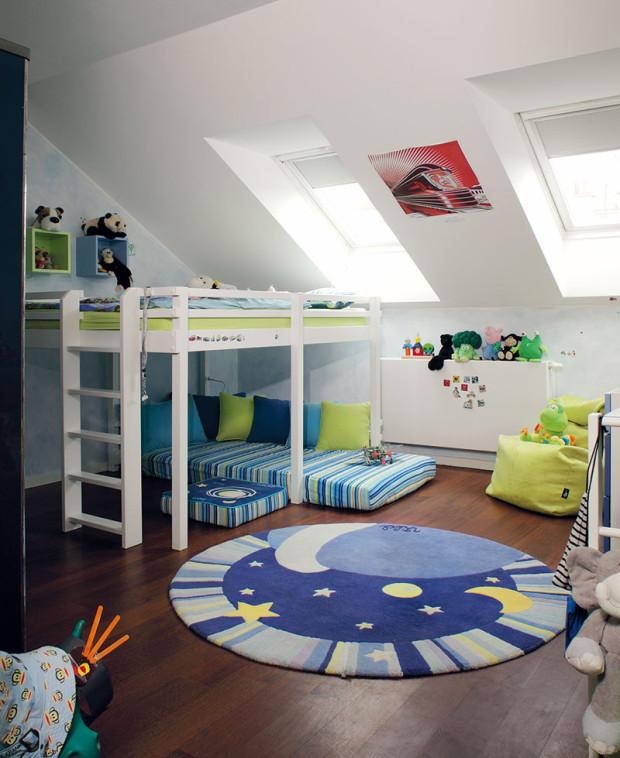 Dětské pokoje jsou zařízeny dětským nábytkem na míru ve veselém duchu. Itady však rodiče dopřáli dětem stylovou podlahu zexotického dřeva, kterou najdeme ve všech obytných prostorách. Foto Robert Žákovič