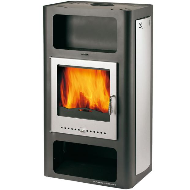 Krbová kamna Adria Max svýměníkem vprovedení antracit sterciárním spalováním mají vyměnitelný výměník avýkon 4,3-13,7kW, ztoho výkon výměníku 7,3kW. Cena doporučená výrobcem 21 400 Kč (vč. DPH). FOTOHAAS + SOHN