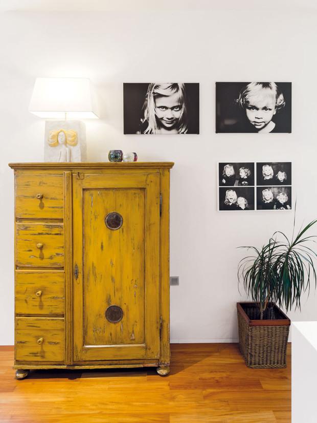 """To bylo tenkrát… """"Vzpomínkový"""" charakter interiéru umocňují fotografie na stěnách. Autorkou je sama majitelka − profesionální fotografka."""