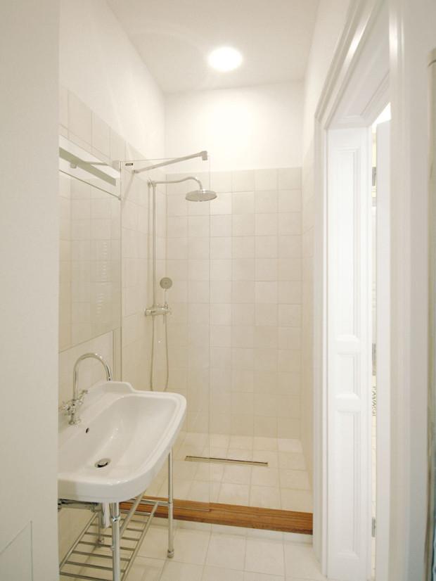 Vybavení koupelen je nové. Architekti se však snažili vybrat prvky vretro stylu, tak, aby navodili atmosféru začátku 20. století.