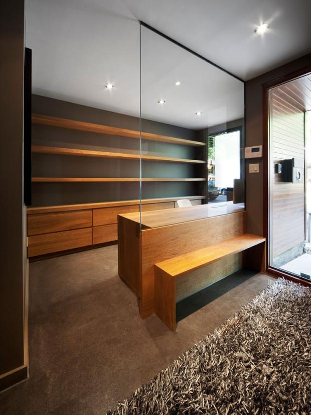 Stejný koncept zvolili architekti i pro druhý z bytů, jež se v řadovce nacházejí.
