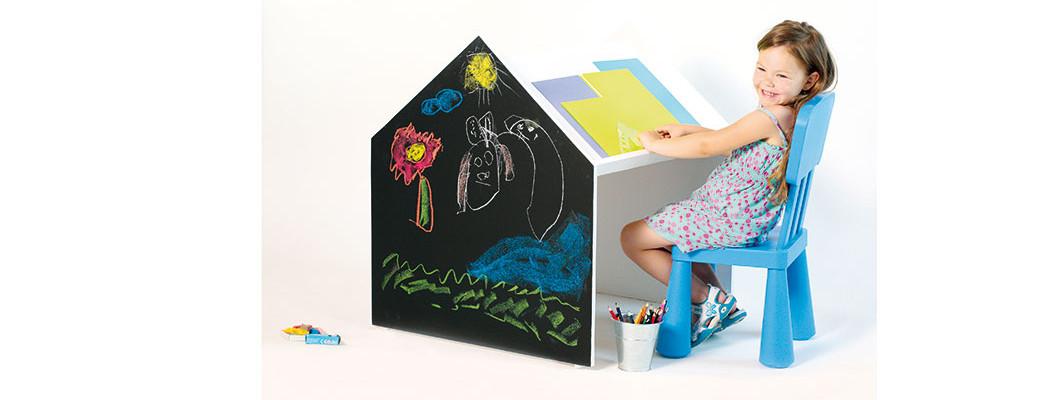 Jak jednoduše vyrobit dětský stolek na hraní i psaní