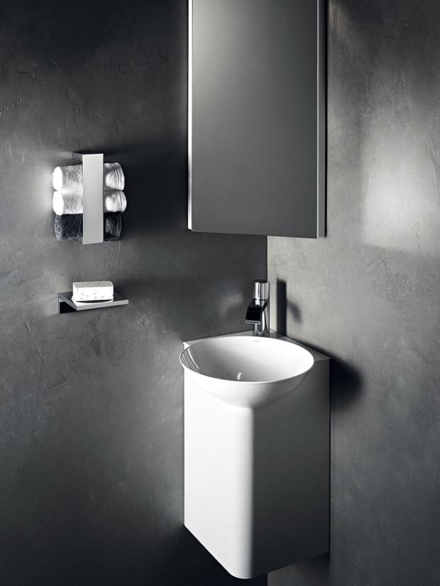 Využít se dá doslova každý kout. Mnoho dobrých nápadů do malých prostorů najdete vsériích určených do koupelen pro hosty. Příkladem jsou rohové skříňky aumyvadla Insert Corner od Alape. FOTO ALAPE