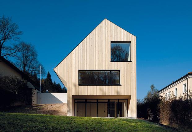 Rakouský Sunlighthouse je třetím ze šesti aktivních domů, které vznikly vrámci projektu VELUX Model Home 2020. Nachází se na západ od Vídně.
