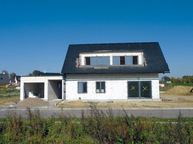 Pasivní rodinný dům Hamry nad Sázavou Zastavěná plocha: 90 m2 Obytná plocha: 138 m2 Spotřeba tepla na vytápění: 14,7 kWh/m2 za rok