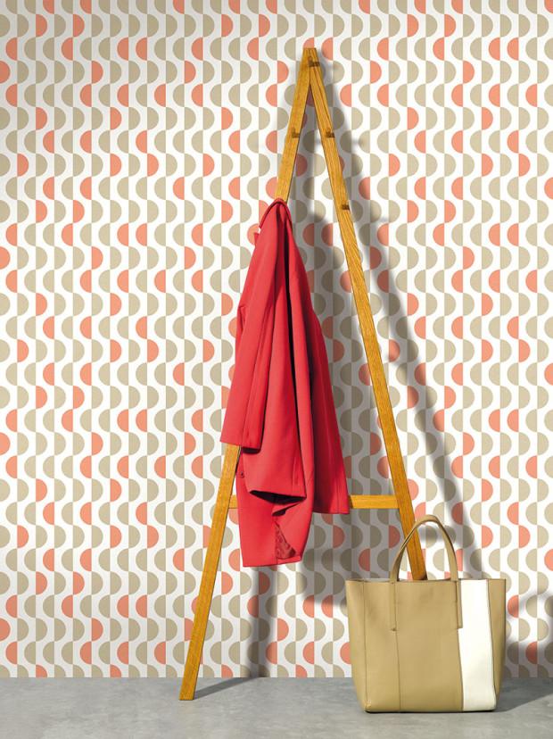 """Retro je in. Vtapetách aktuálně """"frčí"""" dekory inovující design 50.let se svojí elegancí abarevnou škálou inspirovanou přírodou. Značka Lavmi je doplnila ohravost alehkost pastelových barev. (foto: Lavmi)"""