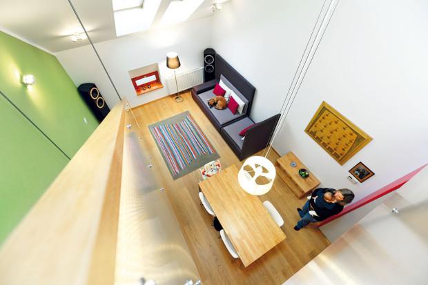 Klid pro děťátko. Odpočinková zóna může vzniknout umístěním ložnice s dětskou postýlkou na galerii, příčkou oddělené od zbytku bytu. (foto: Dano Veselský)