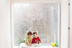 Kvalitní vnitřní prostředí je základním požadavkem aktivního domu. Dům je proto nejen prosvětlený, ale také automaticky apravidelně větraný.