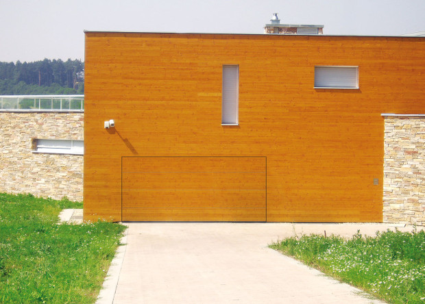 Začleníte-li garáž do domu, můžete dosáhnout zajímavého vzhledu. FOTO TRIDO