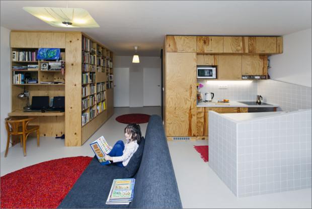 Propojení prostor proměnilo klasické panelákové oddělené pokoje ve světlý a velkorysý prostor, který bude skvěle sloužit celé rodině.