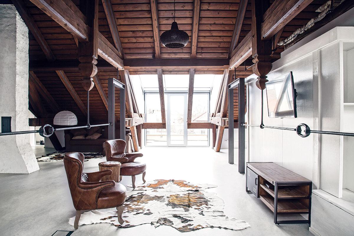 Prostorná podkrovní garsonka v Mikulově s nádherným dřevěným krovem