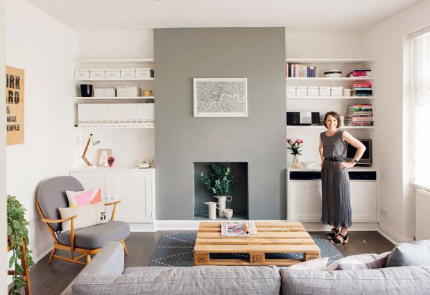 Na šedé vlně. Pro celý byt je charakteristické využití různých odstínů šedé, která vkombinaci sbílou vytvořila čistý aelegantní základ interiéru.