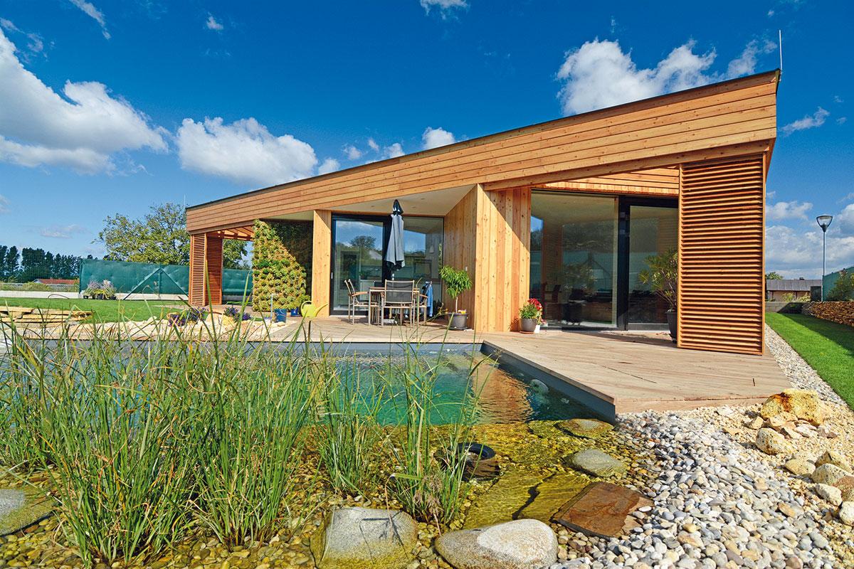 Cihla, beton, nebo dřevo? Jak vybrat materiál na obvodovou konstrukci domu