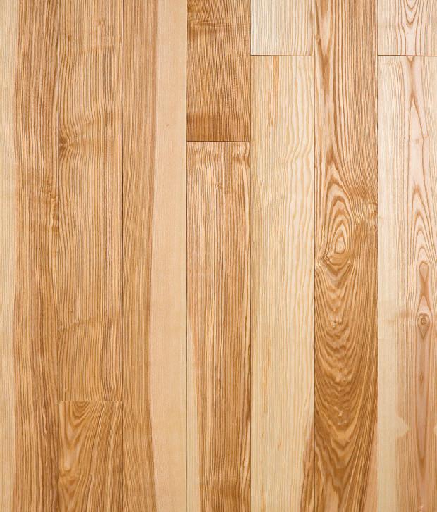 2 Masivní podlaha z jasanového dřeva, dekor rustikál, stejná odolnost jako v případě dubové podlahy, 1 824 Kč/1 m2, P. M. H. 05_