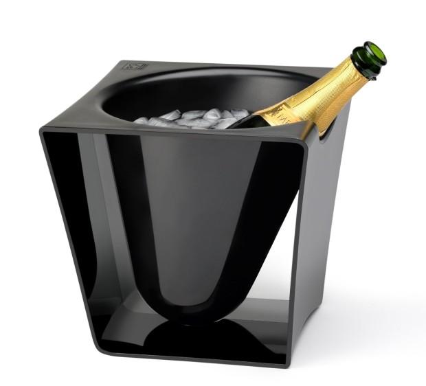 Chladicí nádoba Peugeot Seau Equinoxe, černý plast, 24 × 25 × 24 cm, 1 440 Kč, www.kulina.cz