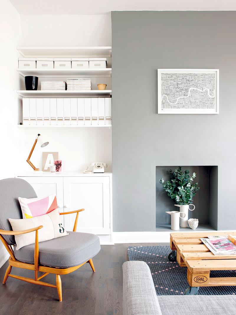 Vobývacím pokoji zkombinovala Andrea jednoduchý současný design, nadčasové značkové kousky irecyklované předměty.