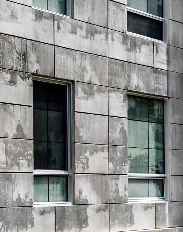 """Metoda speciálního texturování betonu umožňuje přenést na betonovou plochu fotografii. Zajímavé použití této technologie vtisklo jinak hrubému a """"brutálnímu"""" materiálu hravý a flexibilní charakter.Foto: Marc Cramer"""
