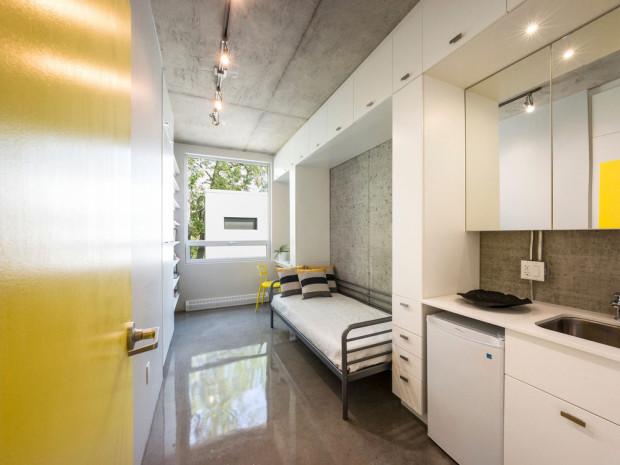 Každý studentský pokoj je navržen jako optimální modul, vybavený na jedné straně od podlahy po strop praktickými úložnými prostory, lemujícími výklenky určené pro postel a pracovní stůl. Foto: Marc Cramer