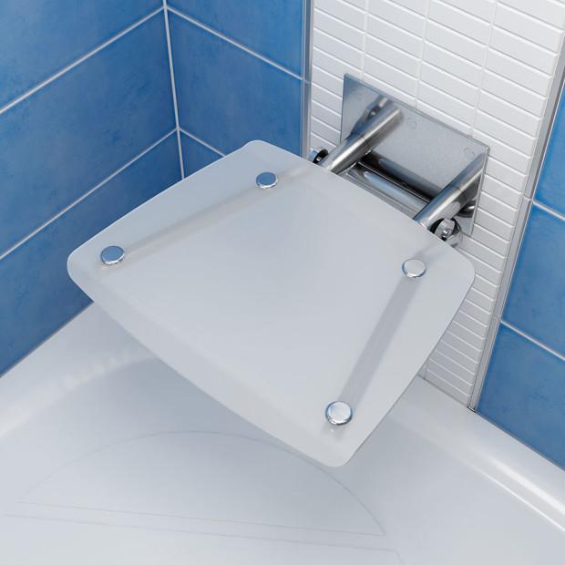 Sedátko Ovo B (nerezová konstrukce s hranatým plastovým sedákem) je vhodné do sprchových koutů od rozměru 90x90 cm. Při dodržení podmínek montáže dle montážního návodu garantuje Ravak nosnost 150 kg. (foto: Ravak)