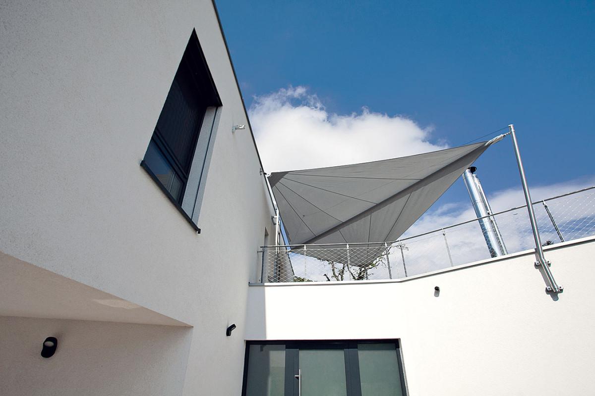 Terasy, balkony – členitý půdorys architekti využili pro vznik různých zákoutí aodpočinkových zón.
